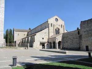 202) Basilica Di Aquileia - außen Basilika