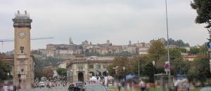 701) Bergamo - Altstadt von unten