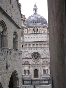 710) Bergamo - Cappella Colleoni von der Brücke aus