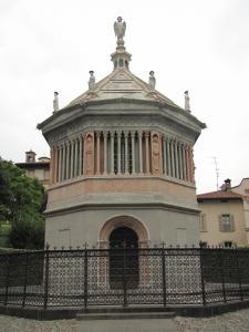 711) Bergamo - Baptisterium auf Piazza Duomo