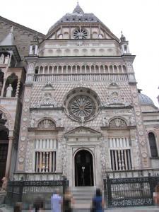 712) Bergamo - Cappella Colleoni von Piazza Duomo aus