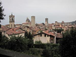 721) Bergamo - Dächer der Altstadt Totale