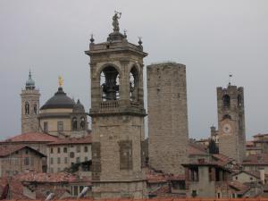 724) Bergamo - Türme der Stadt