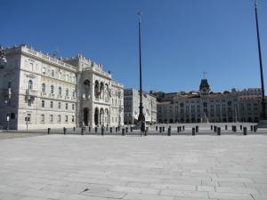 302) Trieste - Piazza dell'Unita links