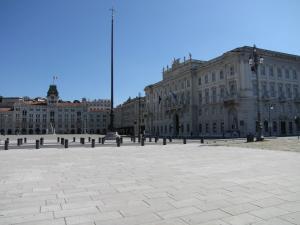 303) Trieste - Piazza dell'Unita rechts