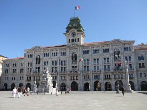 305) Trieste - Rathaus nah