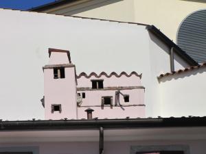 314) Trieste - Schornsteine in Hausform hinterm Arco di Riccardo