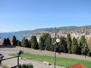 328) Trieste - Stadt vom Kastell aus