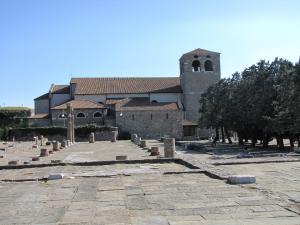 329) Trieste - Cattedrale di S Giusto mit Platz