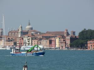 404) Venedig - Sestiere (Stadtteil) Castello vom Wasser aus