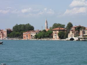 406) Venedig - Sestiere (Stadtteil) Castello vom Wasser aus