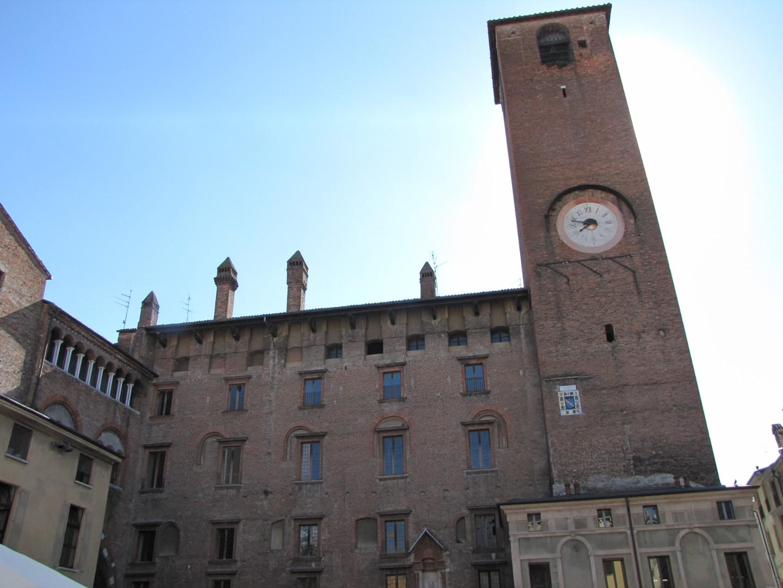 027) Mantova - Piazza Broletto