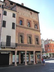 038) Mantova - Piazza Erbe
